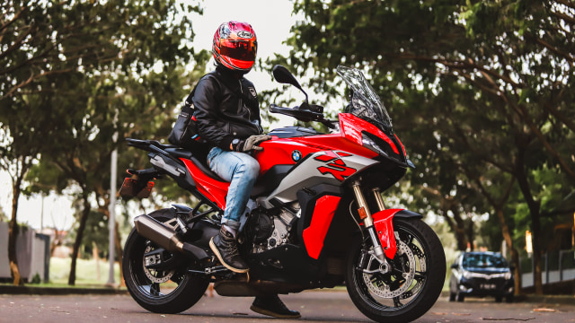 Test Ride Motor Sultan BMW S1000XR untuk Harian, Seberapa Nyaman? (140165)