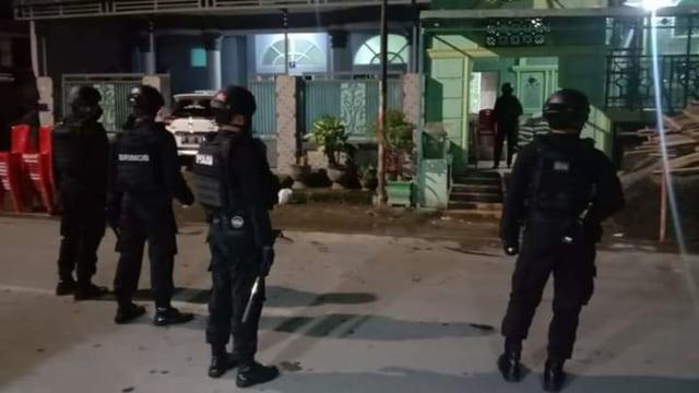 Polisi Dalami Motif Teror Bom di Masjid Mujahidin Makassar (48092)