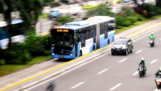 Ramai Bus Pecah Ban di Harmoni karena Vulkanisir, Transjakarta Beri Penjelasan (38329)