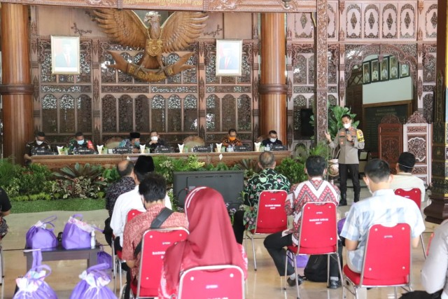 Kumpulkan Perguruan Silat, Kapolres Singgung Adab Welas Asih Nabi Muhammad (3991)