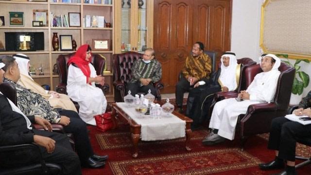 """Siapa sangka jargon """"Indomie Seleraku"""" ternyata juga milik Putri Kerajaan Saudi, Princess Jauhara. Berdasarkan beberapa kabar yang beredar, Princes Jauhara disebut sangat doyan Indomie. Bahkan kecintaannya terhadap mie instan asal Indonesia membuatnya tertarik untuk bisa menjalin bisnis dengan Indonesia."""
