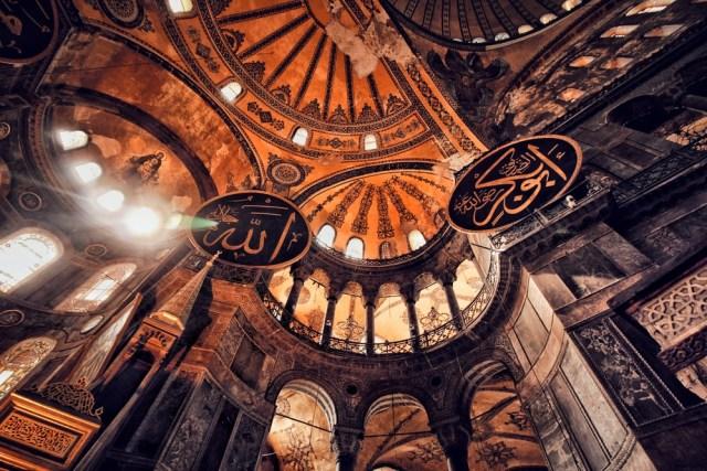 Hadits Qudsi: Istilah Lain dan Perbedaannya dengan Alquran (322734)