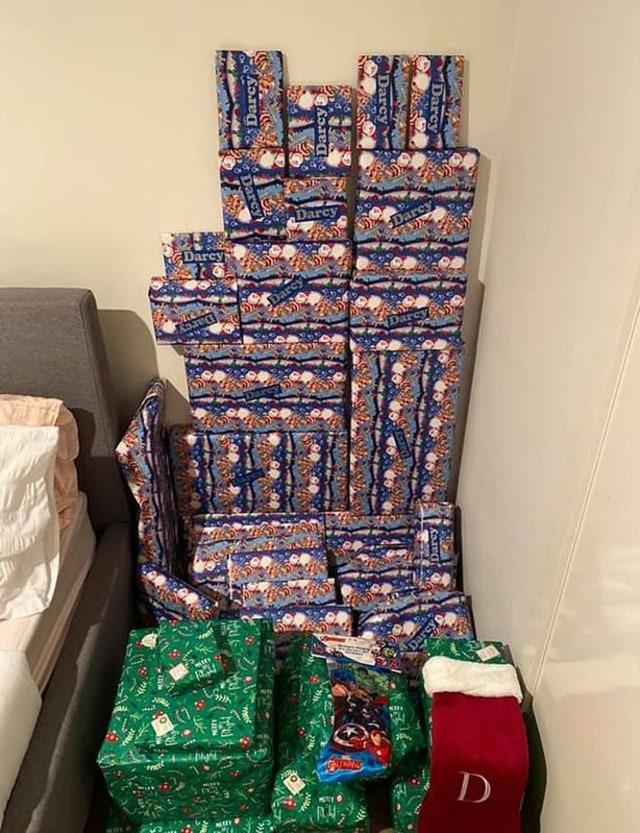 Kangen Anak dan Cucu, Wanita Ini Rela Membeli dan Menyimpan Lusinan Hadiah Natal (78925)