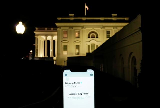 Twitter Resmi Blokir Permanen Akun Donald Trump (213240)