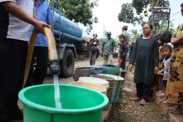 Layanan Putus, Sejumlah Pelanggan PDAM Tirta Kepri Dilayani Air Tangki (63639)
