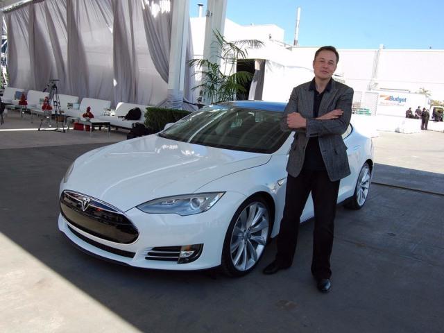 Elon Musk Rugi Rp 214 Triliun dalam Sehari Akibat Komentarnya soal Bitcoin (1)