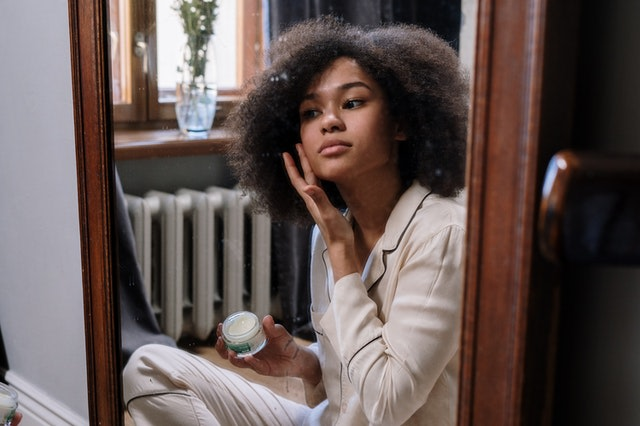 5 Bahan Aktif di Skincare Pencegah Fungal Acne (436823)