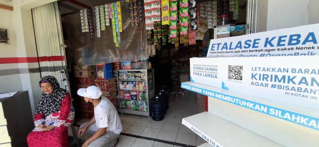 Gratis! Toko Anda Bagi-bagi Sembako untuk Para Lansia di Jakarta Timur. (267684)