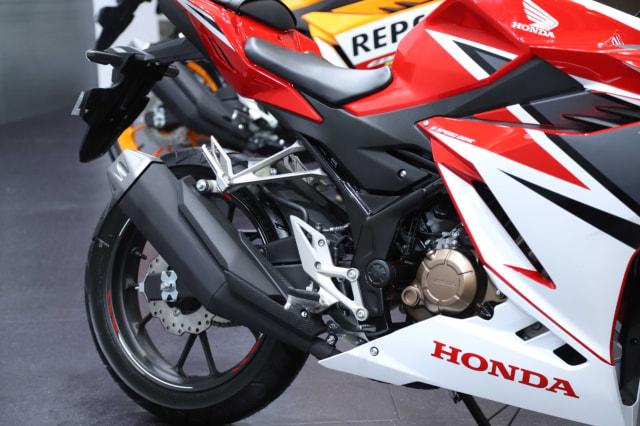 Ada Generasi Baru, Bagaimana Nasib Onderdil Honda CBR150R Lawas? (406915)