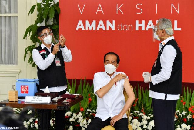 Tremor, Momen Gemetar Dokter Abdul Muthalib Saat Suntik Jokowi (11167)