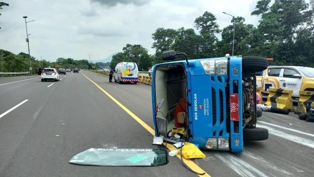 Bus Pembawa Pasien Corona Terguling di Tol Jagorawi (319945)