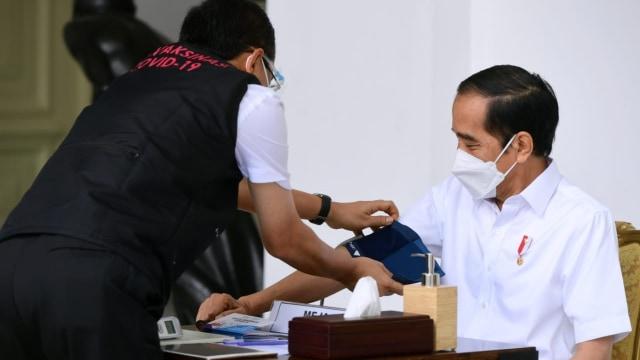 Jokowi Akan Menjalani Vaksinasi Kedua 2 Minggu Lagi (61353)