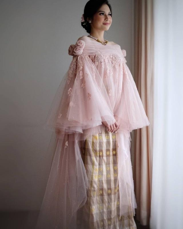 Indah Permatasari Menikah, Pakai Busana yang Terinspirasi dari Baju Bodo (422965)