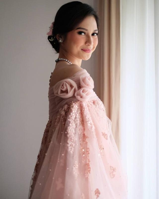 Indah Permatasari Menikah, Pakai Busana yang Terinspirasi dari Baju Bodo (422967)