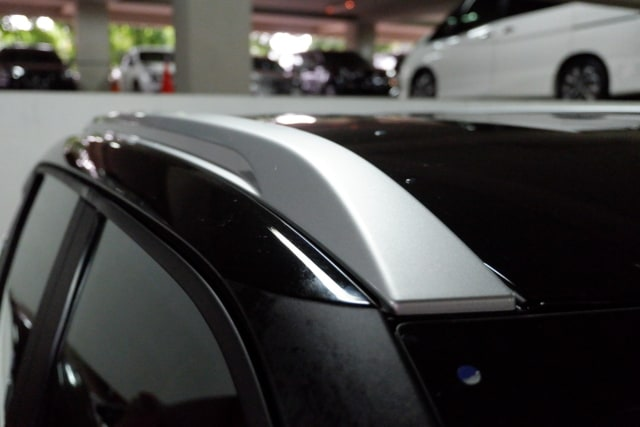 Sudah Tahu Fungsi Palang Horizontal di Atap Mobil? (11445)