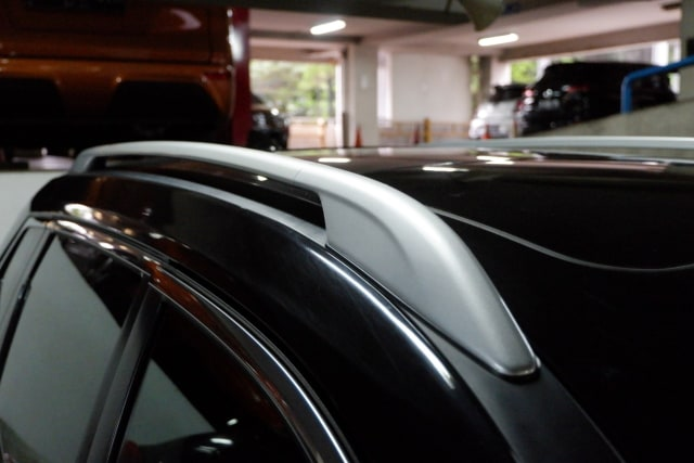 Sudah Tahu Fungsi Palang Horizontal di Atap Mobil? (11447)