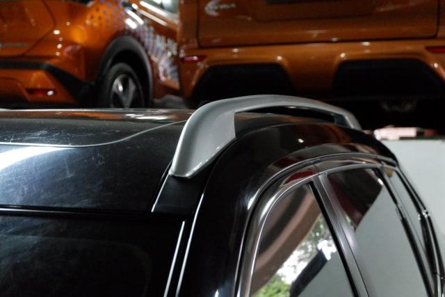 Sudah Tahu Fungsi Palang Horizontal di Atap Mobil? (11442)