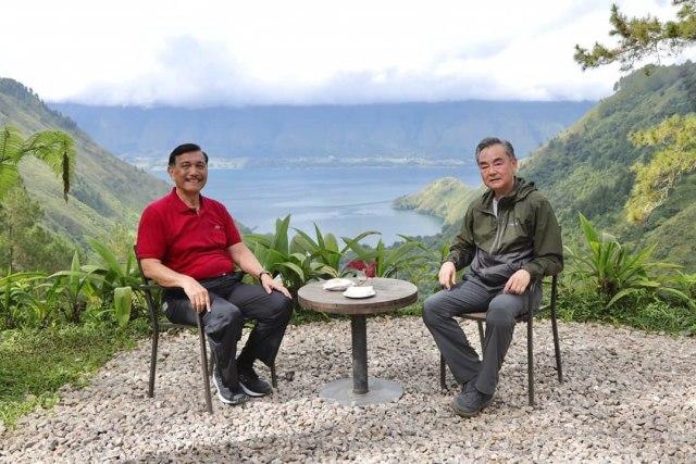 Sambil Nikmati Danau Toba, Luhut Lobi Menlu China untuk Investasi di Indonesia (19395)