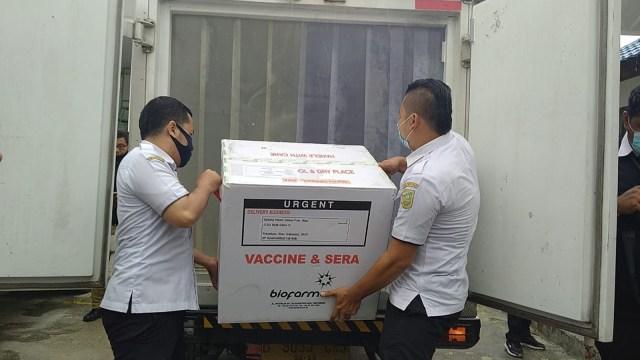 Jumat Ini, 11 Ribu Tenaga Kesehatan di Pekanbaru Disuntik Vaksin Sinovac (120570)