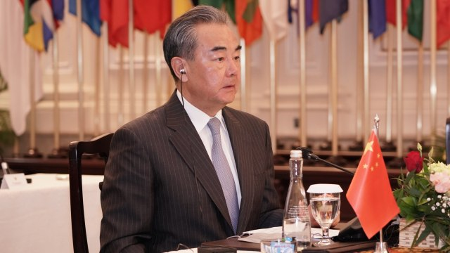 Usai Disuntik Vaksin Sinovac, Jokowi Terima Kunjungan Menlu China (308913)