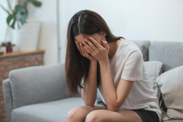 Mengenal 5 Tahap Kesedihan saat Sedang Berduka (22402)
