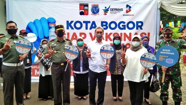 Vaksinasi di Kota Bogor, Wawali Dedie Jadi Orang Pertama yang Disuntik (475047)