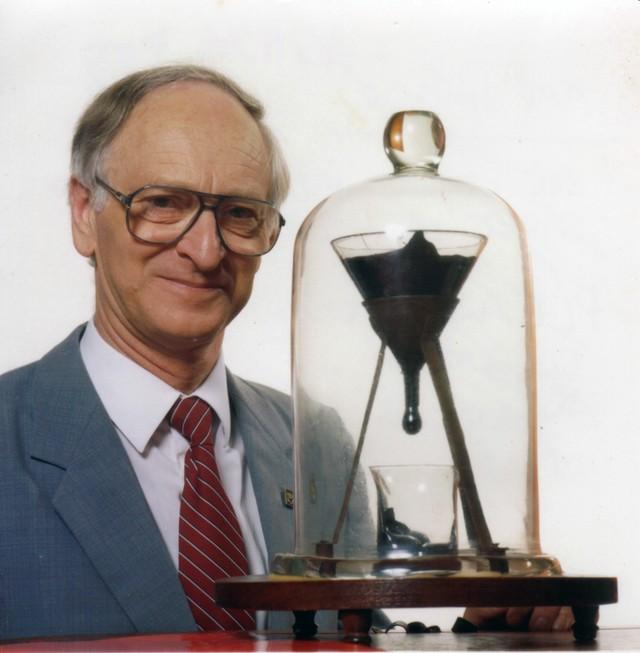 Pitch Drop, Eksperimen Lab Terlama yang Menghabiskan Waktu Puluhan Tahun (132392)