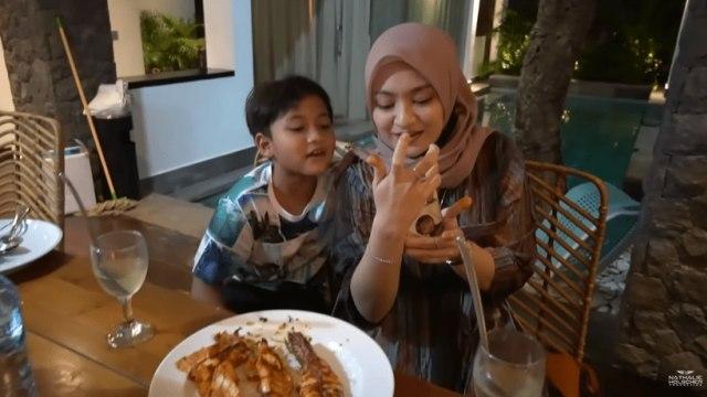 7 Potret Manja Rizwan dan Ferdi Bareng Nathalie Holscher saat Liburan di Bali (33985)