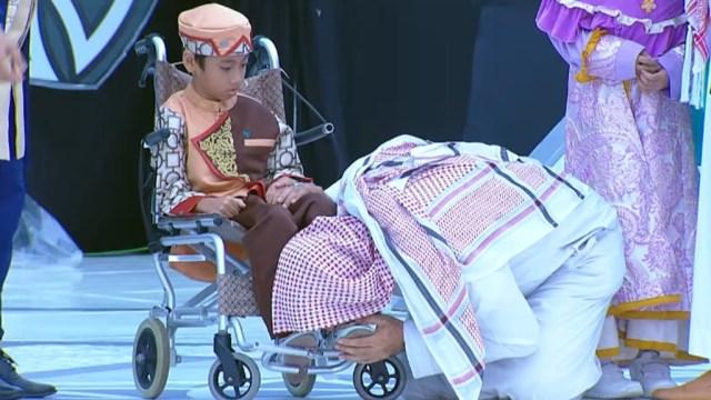 Mengenang Momen Haru saat Syekh Ali Jaber Cium Kaki Bocah Hafiz Lumpuh Otak (428234)