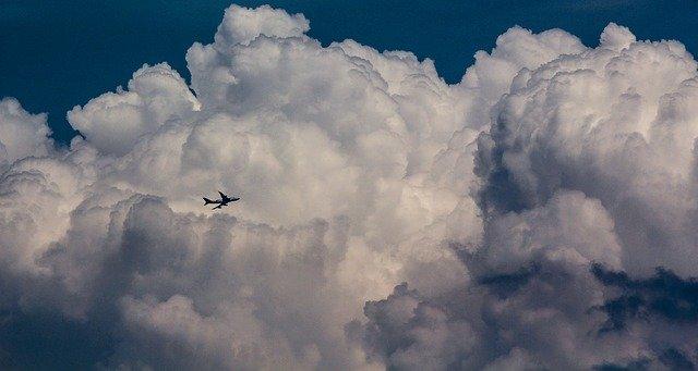 Mengapa Pesawat Terbang Menghindari Awan Cumulonimbus? (422646)