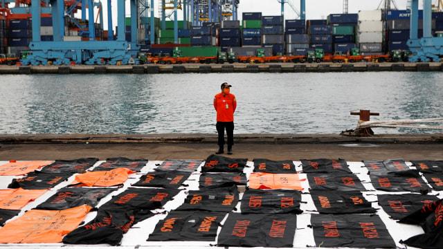 3 Kapal SAR Serahkan 16 Kantong Jenazah dan 2 Kantong Serpihan Sriwijaya Air (244088)