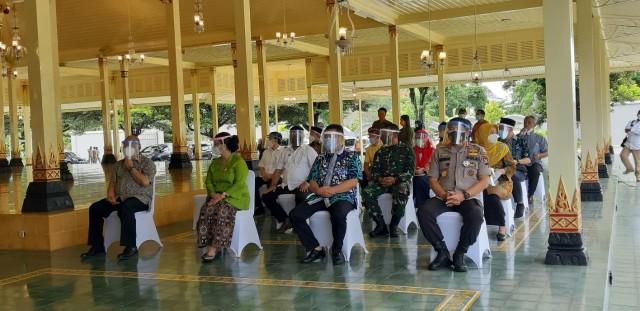 Wakil Gubernur DIY Divaksin Corona Perdana (75718)