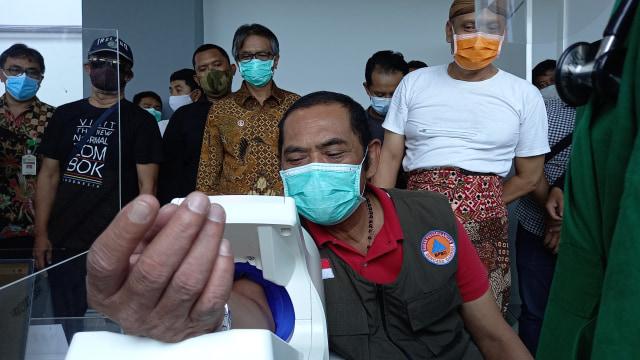 Jam Operasional Warung Makan, Solo Enggan Ikuti Aturan Jateng (430618)