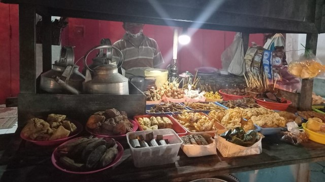 Jam Operasional Warung Makan, Solo Enggan Ikuti Aturan Jateng (430619)