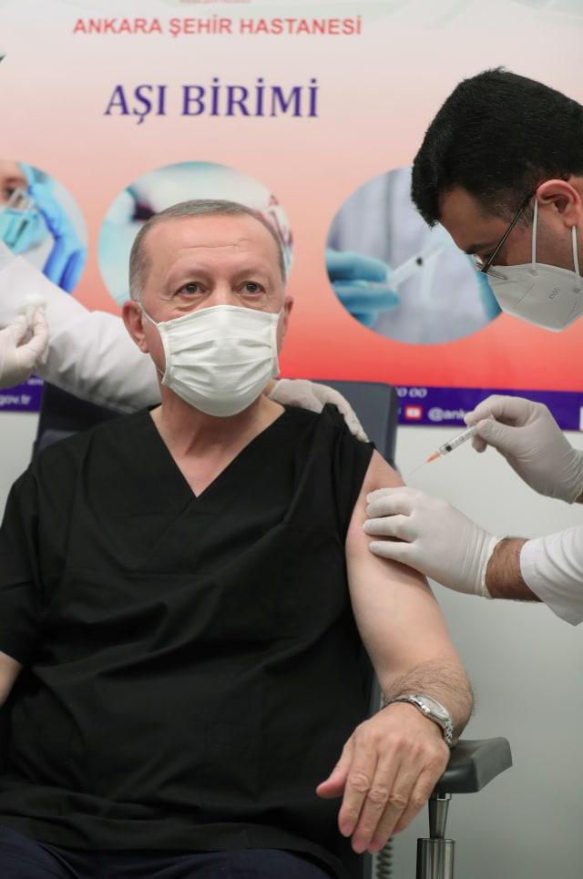 Presiden Turki Erdogan Disuntik Vaksin Sinovac (441415)