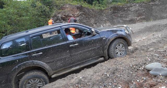 Wamen PUPR Trabas Hutan Cek Longsor dan Jembatan Putus di Jalan Trans Papua (263158)