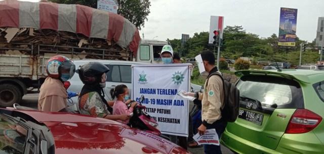 Pemuda Muhammadiyah Turun ke Jalan untuk Sosialisasi dan Berbagi Masker (366791)