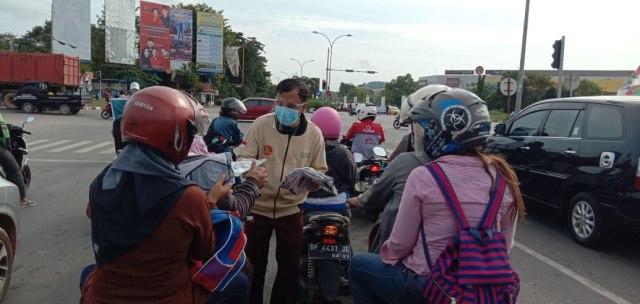 Pemuda Muhammadiyah Turun ke Jalan untuk Sosialisasi dan Berbagi Masker (366792)