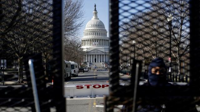 Pelaku Serangan Gedung Kongres AS Capitol Ditembak karena Bawa Pisau (388642)