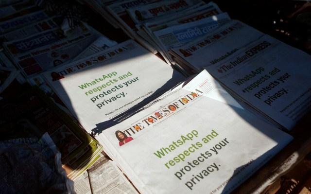 WhatsApp Iklan Besar-besaran di Koran, Minta Pengguna Jangan Pergi (65404)