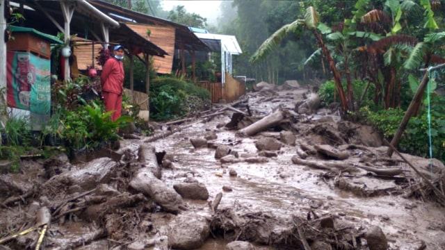 Ade Yasin Akan Bahas Relokasi Warga Terdampak Banjir Bandang Gunung Mas Puncak (119401)