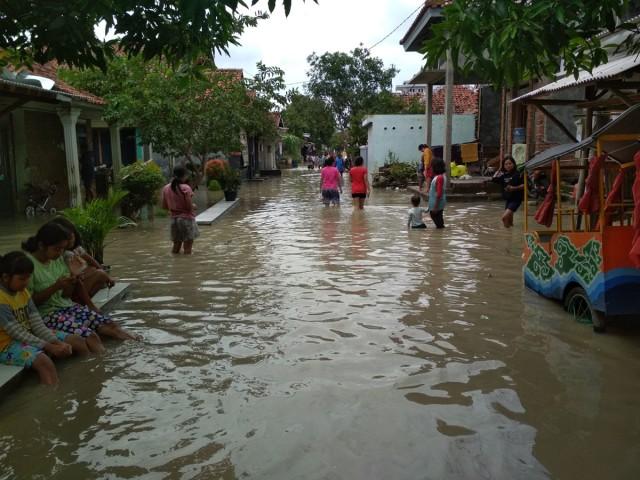 Sekitar 1.000 Rumah di Kabupaten Cirebon Masih Terendam Banjir (21958)