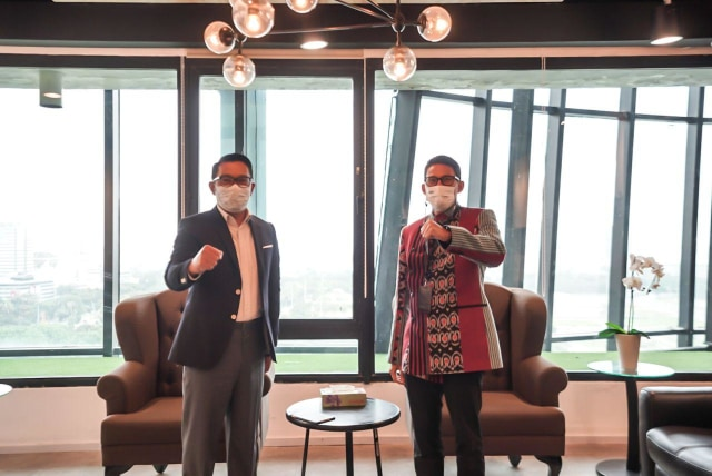Terima Kunjungan Ridwan Kamil, Sandiaga Uno Suguhkan Kopi Khas Lokal (58420)
