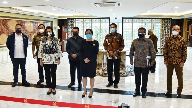 Jokowi Perkenalkan Susunan Lengkap Direksi LPI, Eks Dirut Bank Permata Jadi CEO (11139)