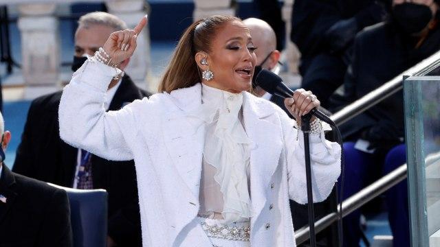 Usai Lady Gaga, Jennifer Lopez Bernyanyi di Pelantikan Joe Biden (142437)
