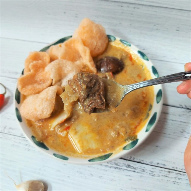Makan Enak: Lontong Sayur Betawi Pak Dayat, Kuahnya Kental sampai Mlekoh! (1193912)