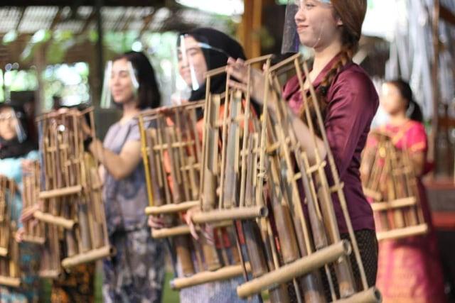 Mengenal 7 Alat Musik Indonesia yang Ikonik, Ada Tehyan hingga Hasapi (4804)