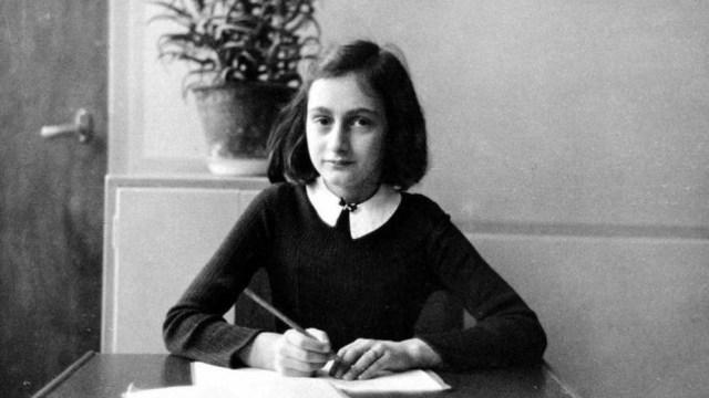 Buku Harian Anne Frank yang Mengubah Dunia (5323)
