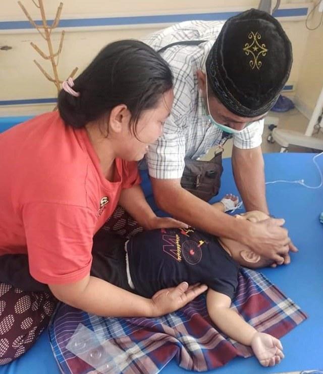Balita di Mamuju Meninggal karena Sakit dan Kedinginan di Tenda Pengungsian