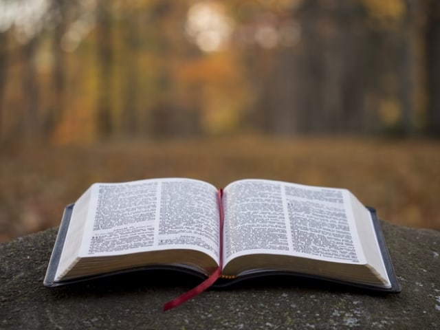 Mengenal Pengertian dan Dasar-dasar Iman Kristen  (140986)